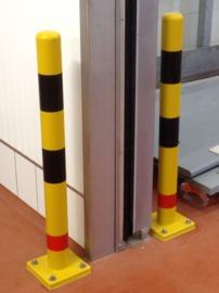 Rammschutzpfosten aus Kunststoff gelb mit roten und schwarzen Streifen